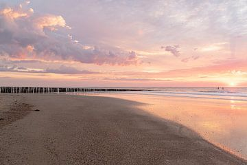 Farbexplosion am Strand von Jolanda de Leeuw