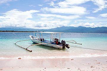 Traditionelles Fischerboot auf der Insel Gili Meno von Nisangha Masselink