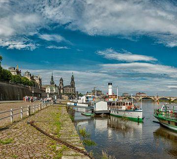 Aan de Elbe, zicht op de Terrassenufer, Dresden, Saksen, Duitsland, van Rene van der Meer