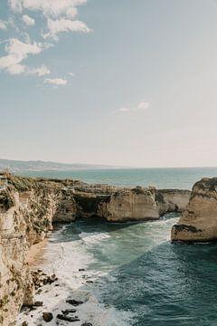 Uitkijkpunt over de middellandse zee in Beiroet, Libanon van Moniek Kuipers