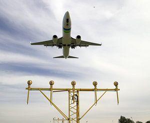Vliegtuig van Transavia maakt een landing op Rotterdam The Hague Airport van