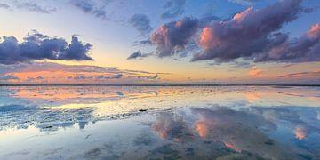 Panaroma van de zonsondergang boven de Waddenzee van Bas Meelker