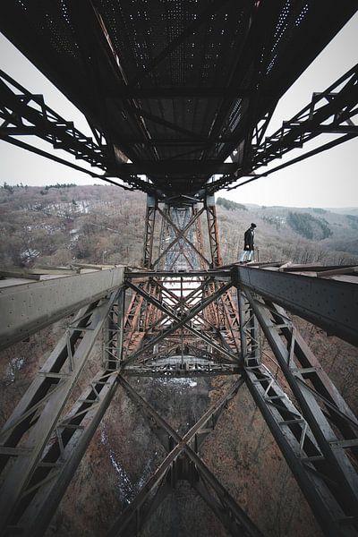 Bridge Walker von Flave_de