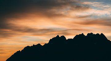 Berg silhouet van Cas Mulder
