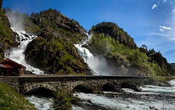 Låtefoss waterval, Noorwegen van Adelheid Smitt