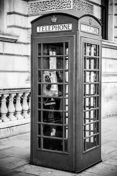Klassieke telefooncel in Londen van Barbara Koppe