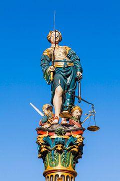 Fontein van Justitie in de oude binnenstad van Bern van Werner Dieterich