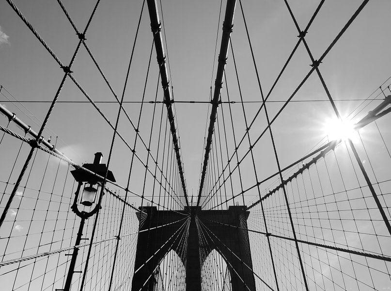 New York sunshine over Brooklyn Bridge van ÇaVa Fotografie
