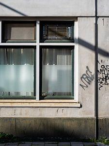 Alte Fassade mit Graffiti