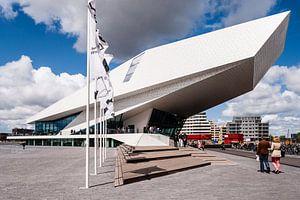 EYE film museum, Amsterdam met mooie wolkenlucht van
