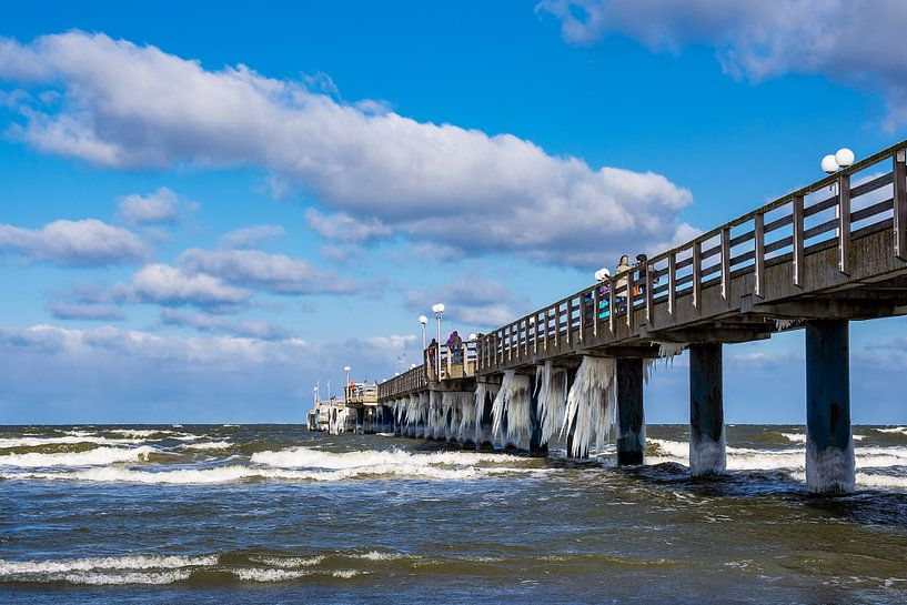 Pier on the Baltic Sea coast in Zingst van Rico Ködder