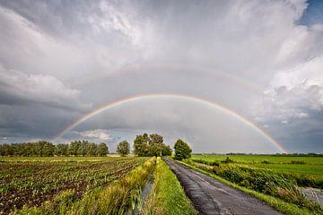Rainbow sur le polder. sur John Verbruggen