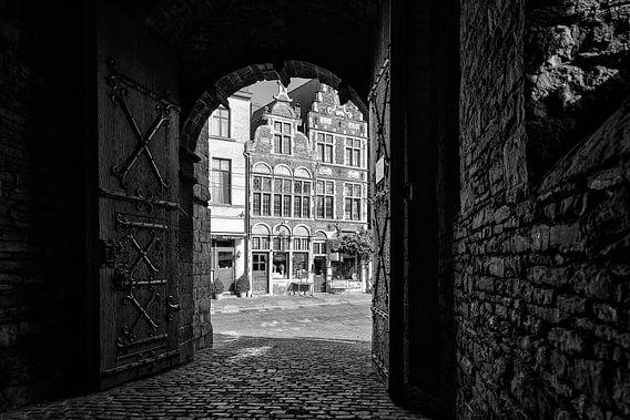 De poort van kasteel Gravensteen in Gent.