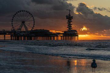 Zonsondergang bij de Pier van Scheveningen, november 2020 van Jaap van den Berg