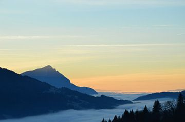 Wolkendek boven het dal von Robin Geets