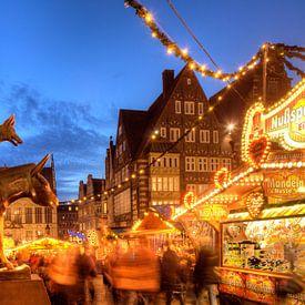 Die Bremer Stadtmusikanten und Weihnachtsmarkt mit  Haus Sch�tting,Marktplatz-Westseite und Obernstr von Torsten Krüger