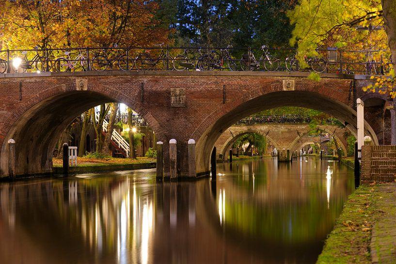 Smeebrug over de Oudegracht in Utrecht van Donker Utrecht