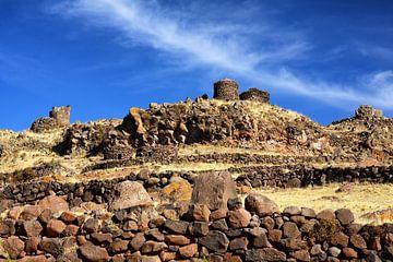 Sillustani een pre-inca begraafplaats in Peru van Yvonne Smits