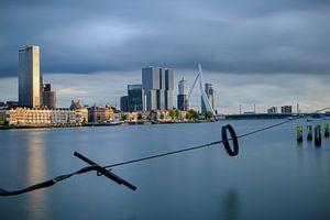 Skyline Rotterdam met een lange sluitertijd