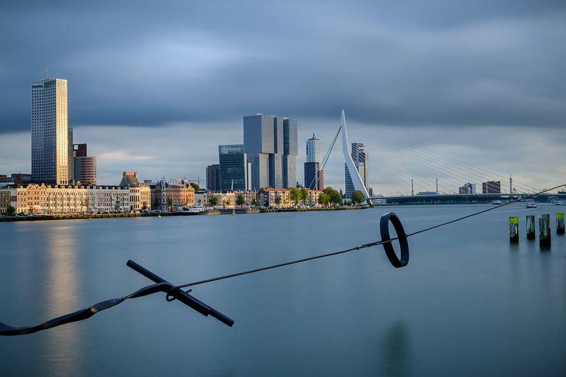 Skyline Rotterdam met een lange sluitertijd van Mark De Rooij