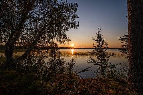 Aan het meer Hirvajãrvi
