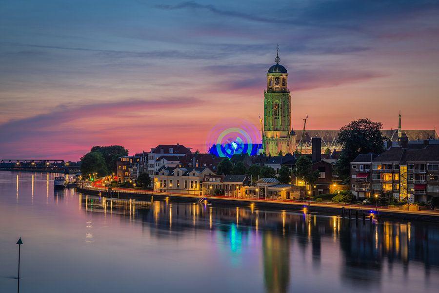Deventer Skyline tijdens Zomerkermis 2016 van Edwin Mooijaart