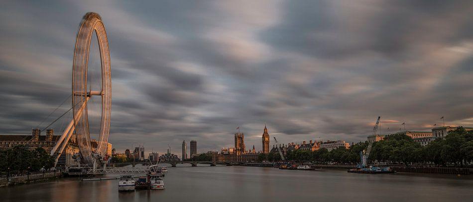 Panorama London at Sunset van Hans Kool