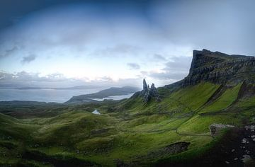 Zonsondergang in de buurt van de Old man of Storr op de Isle of Kye Schotland van Gerwald Harmsen