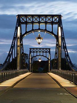 Kaiser-Wilhelm-Brücke, Wilhelmshaven bei Nacht von Katrin May