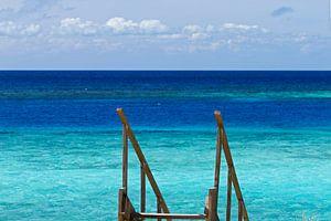 trap naar tropisch strand