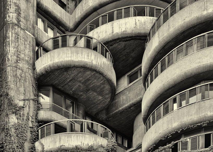 Torres Blancas in Madrid van Dennis Morshuis