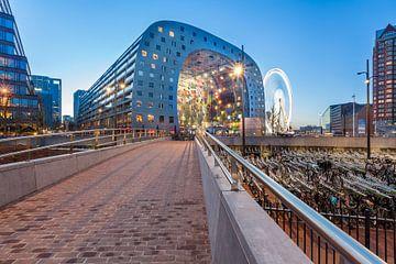De Markthal tijdens zonsondergang met The View van Prachtig Rotterdam