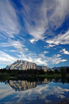 Bergmeer bij Banff van Reinhard  Pantke