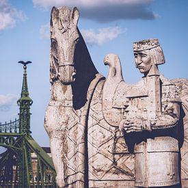Budapest – St.-Stephan-Skulptur / Freiheitsbrücke von Alexander Voss