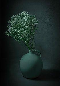Stilleven bloemen in early dew vaas