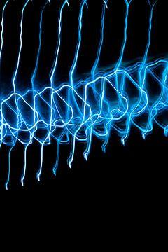 Abstrakte Kunst--Licht Tanz-01-BLAU von Katja Goede