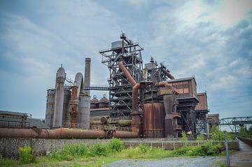 Fabriek, verroest en verlaten van Patrick Verhoef