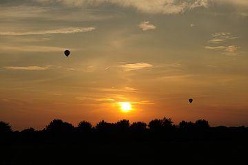 Zonsondergang met Luchtballonnen von Bram Claassen