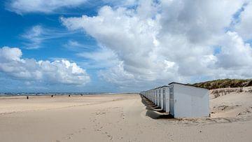 Strandhuisjes op Texel van Guus Quaedvlieg