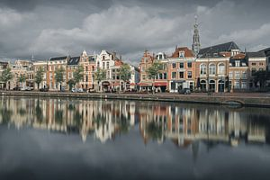 Haarlem: een bewolkt Spaarne.