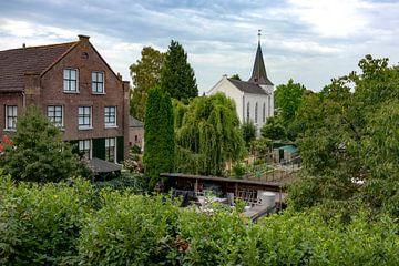 Dorfszene Elden mit Bonifatius-Kirche von Johan Pape