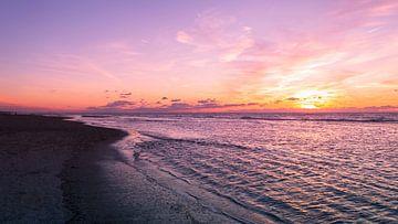 Zonsondergang aan de kust van Richard Steenvoorden