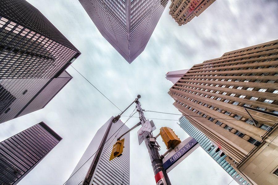 Wolkenkrabbers lookup, Toronto van Reinier Snijders
