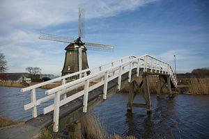Molen bij het kippenbruggetje in Heerhugowaard over de Ringvaart bij nieuwbouwwijk De draai van