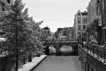 Maartensbrug over de Oudegracht in Utrecht in zwart-wit van De Utrechtse Grachten