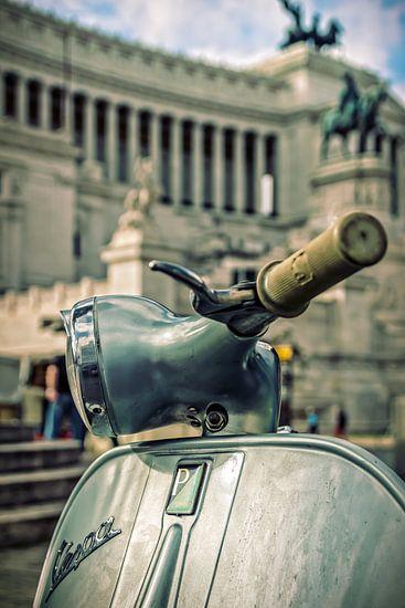 Roma: Vespa at il Vittoriano