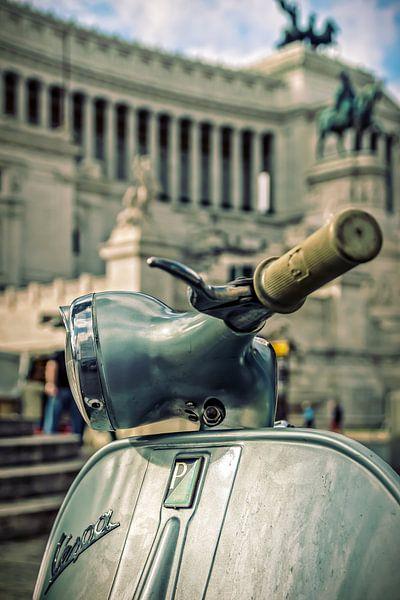 Roma: Vespa at il Vittoriano van juvani photo