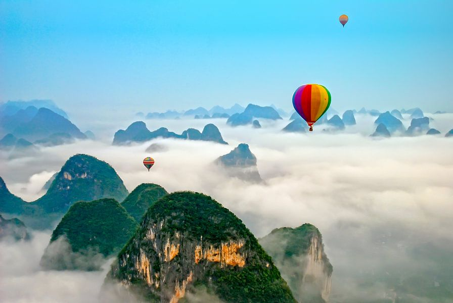 Luchtballon boven Yangshuo China van Dennis Kruyt