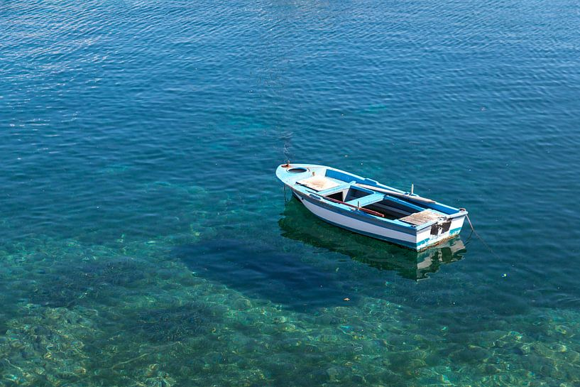 Boot in Sithonia, Chalkidiki, Griekenland van Elly Damen