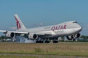 Prachtige viermotorige Boeing 747-8 Cargo van Water Airways is zojuist in mooi zonlicht geland op de